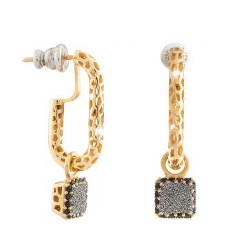Orecchini Jolie a catena in argento con lavorazione traforata e pendente quadrato con polvere di diamanti e cornice di pietre nere