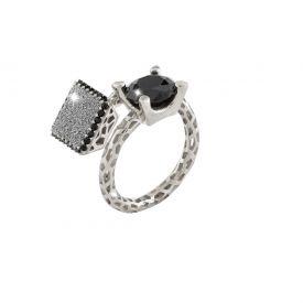 Anello Jolie contrariè in argento con pietre nere grandi e quadrato di polvere di diamanti